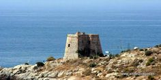 """#Granada - #Almuñécar - Torre Velilla -   36º 44' 55"""" -3º 39' 37"""" / 36.748611, -3.660278  La Torre Atalaya de la Punta de Velilla, siglo XVI, está situada en la Punta de Velilla   Más información http://www.castillosnet.org/granada/GR-CAS-111.shtml"""