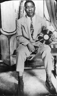 Son House's Deep Mississippi Delta Blues Music Icon, Soul Music, Music Is Life, My Music, Jazz Blues, Blues Music, Afro, Blues Artists, Music Artists