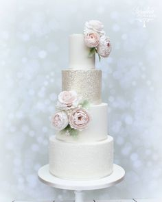 Beautiful glitter wedding cake, Sparkly wedding cake with blush pink sugar roses Sparkly Wedding Cakes, Floral Wedding Cakes, Cool Wedding Cakes, Beautiful Wedding Cakes, Gorgeous Cakes, Wedding Cake Designs, Pretty Cakes, Glitter Wedding, Amazing Cakes