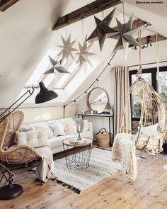 A Cozy Home With A Hint of Christmas — THE NORDROOM : Cozy attic living room with exposed beams and Christmas decorations Attic Living Rooms, Indian Living Rooms, Living Room Decor, Bedroom Decor, Living Room Vintage, Bed In Living Room, Bedroom Modern, Cozy Bedroom, Attic Apartment