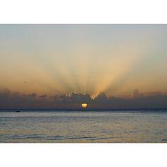 Repost from Instagram ! #WeLike ! #Madinina by @mandinaash Dernière soirée sur la plage   #Martinique #ig_martinique #lecarbet #caribbean #sea #beach #rhum #bros #vacation #chill #sunset #nofilterneeded http://ift.tt/1RaKo8w