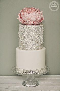 Wedding Trends : Metallic Cakes