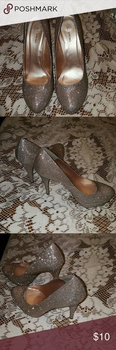 Sparkle and shine! Gold 4 1/2 in.heels Beautiful golden heels. Great condition. Call It Spring Shoes Heels
