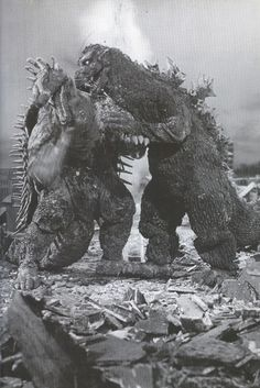 kaijusaurus:Godzilla and Anguirus i... http://satoishinomaki.tumblr.com/post/118719288600/kaijusaurus-godzilla-and-anguirus-in-godzilla by http://j.mp/Tumbletail