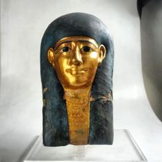 Maschera egizia (Museo di Civita Castellana)  Backstage riprese fotografiche di una maschera egizia conservata al Museo di Civita Castellana. Shooting an ancient egyptian mask. Photo FBC (C) SBAEM/MiBACT #culturalheritage #egypt #ancient #archaeology #photography #mask