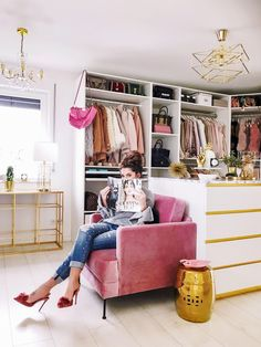 Optimize your wardrobe area with these useful storage room organization concepts! We have actually gathered lots of ideas as well as tricks for optimizing wardrobe room with numerous styles as well as contemporary designs. Wardrobe Room, Closet Bedroom, Bedroom Decor, Master Bedroom, Pink Closet, Closet Small, Bedroom Rustic, Gold Bedroom, Bedroom Black