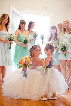 Bride,Bridesmaids and Flowegirl Photo.