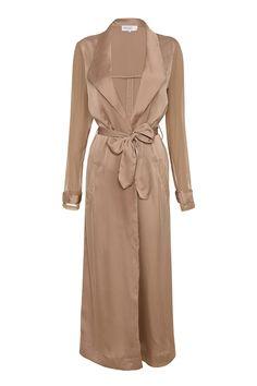 Khloe Kardashian wearing House of CB Coryn Duster Coat Silk Duster Coat, Long Duster Coat, Satin Duster, Long Beige Coat, Long Coats, Beige Top, Vanity Fair, Star Fashion, Fashion Outfits