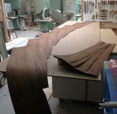 Pierre Renart, designer français diplômé de l'école Boulle nous présente Möbius, une console sculpturale sans fin mêlant fibre de carbone et bois.