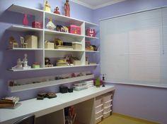 com montar um atelier de pintura em porcelana? | Esse bonito, mas ao invés de lilás nas paredes eu deixaria branco