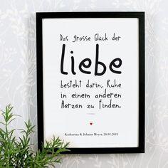 gerahmtes Liebesgedicht mit individuellem Zusatztext | http://www.geschenke-online.de/personalisierter-bilderrahmen-das-grosse-glueck-der-liebe