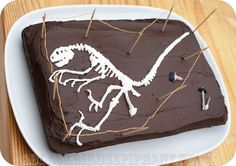 DIY: How to make a Dinosaur Fossil Bone Bed, A Chocolate Cake Tutorial! This is just awesome. Perfect for dino geeks :D Great idea for kids party!
