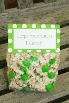 Do you have a leprechaun visit your house on St Patty's Day? Maybe you should leave him a little leprechaun lunch! Holiday Treats, Holiday Fun, Holiday Recipes, Holiday Games, Leprechaun, St Patricks Day Food, Saint Patricks, St Patricks Day Snacks For School, St Patrick Day Treats