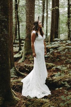 Gorgeous bride from this travel-inspired wedding in Washington  | Image by Anni Graham Photography