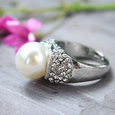 I'd love this with a smaller band and a smaller pearl :)