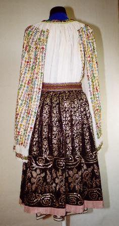 Women's wedding costume from county of Mehedinţi Folk Embroidery, Wedding Costumes, Country Art, Folk Costume, Folk Art, Rustic, Blouse, Fashion, Folklore
