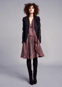 collants + bottines noires avec une robe fluide, ça marche à tous les coups
