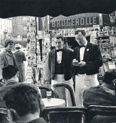 Les Deux Magots, Saint-Germain des Prés Paris ca. 1950 by Ervin Marton. Vintage Cafe, Vintage Paris, French Vintage, Vintage Photography, Street Photography, Les Deux Magots, Tuileries Paris, Parisian Cafe, Old Paris
