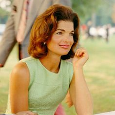 Jacqueline Kenney Onassis (AKA Jackie O)'s best fashion and style moments, as First Lady Of The United States. Estilo Jackie Kennedy, Jackie O's, Jaqueline Kennedy, Jacqueline Kennedy Onassis, Audrey Hepburn, Richard Wright, Today In History, Thing 1, Famous Women