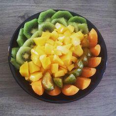 Un #porridge à la purée de noisettes se cache sous cette montagne de fruits! Je vais me régaler :) #motivation #mangersain #mangermieux #eatclean #healthy #healthychoices #eathealthy #instahealthy #sain #healthylife #fitness #fitfam #fit #getfit #clean #workout #cleaneating #instafood #foodporn #running #fitfrenchies #tbc #run #cardio #runaddict #yummy #breakfast #topbodychallengeuse by elle_vire_healthy #running #ownyourmarks #run