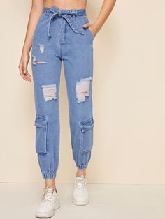 Teen Fashion Outfits, Jean Outfits, Casual Outfits, Jeans Fashion, Fashion Dresses, Jeans Hair Style, Ripped Jeans, Mom Jeans, Women's Jeans