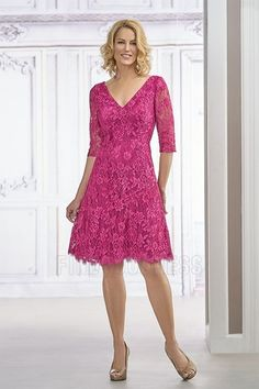 A-Line/Princess V-neck Knee-length Mother of the Bride Dress With Lace
