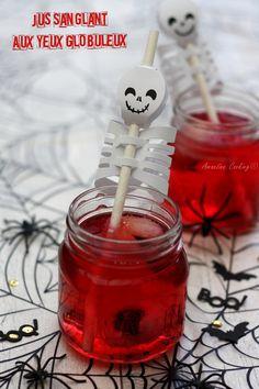 """Aujourd'hui je vous propose une boisson """"Halloweenesque"""" avec ce jus sanglant aux yeux globuleux... (Avec ou sans alcool) #cocktail #halloween"""