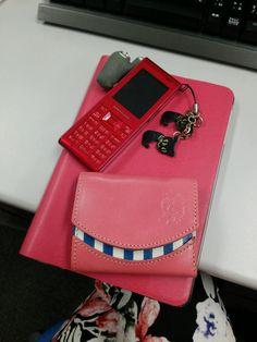 iPad、PHS、そして昨日届いた小さいふ。 身の回りにかわいいものが増えてきて…しあわせ♡ #小さいふ