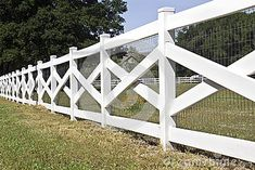 Awesome Farmhouse Garden Fence For Winter To Spring 36 - Modern Design Front Yard Fence, Farm Fence, Diy Fence, Fence Landscaping, Backyard Fences, Fenced In Yard, Fence Ideas, Landscaping Design, White Garden Fence