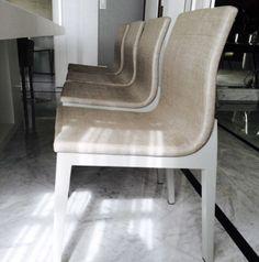Cadeiras com revestimento em ráfia por Elisa Atheniense Home