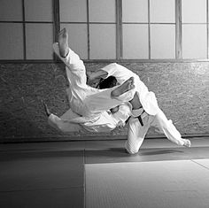 Japanese Jiu Jitsu. Find Jiu Jitsu classes in your neighborhood: http://www.playenable.com/s?location=London-United-Kingdom_query=Jiu+Jitsu