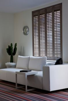 Woonkamer - Jasno Shutters & Blinds ... I want that steel side table ASAP plz