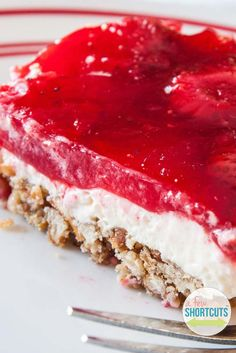 This is a classic sweet and salty dessert recipe! You must try this yummy Strawberry Pretzel Salad Recipe with gluten free option. Pretzel Desserts, Just Desserts, Dessert Recipes, Jello Deserts, Dessert Salads, Strawberry Pretzel Salad, Strawberry Recipes, Strawberry Summer, Jello Pretzel Salad