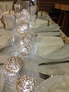 Decor: Decoração para a festa de Ano novo! Christmas Table Settings, Christmas Tablescapes, Favorite Holiday, Holiday Fun, Holiday Decor, New Years Party, New Years Eve, Decoration Table, Table Centerpieces