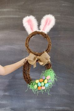 DIY easter bunny wreath idea from MichaelsMakers  Sugarbee Crafts