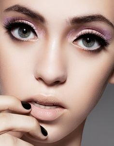 Nude lip and gorgeous eyes- thick eyeliner, flawless lashes and pink eyeshadow #makeup #beautiful