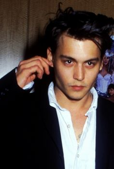 Johnny Depp, 1990 Johnny And Winona, Young Johnny Depp, Johnny Depp 1990, Tim Burton, Jonh Deep, Beautiful Boys, Pretty Boys, Junger Johnny Depp, Jm Barrie