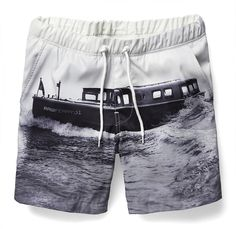 Drawstring short with an all-over print of the G-Star RAW Ferry project. The waistband is elasticated. Inside is fully lined with mesh. www.g-star.com