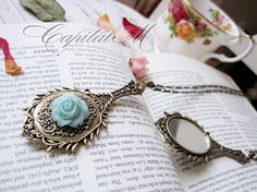 Stay Beautiful - Vintage Style Rose Mirror Necklace