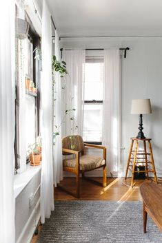 House Tour: A Warm and Sweet Chicago Studio Apartment Apartment Therapy Apartment Therapy, Studio Apartment, Apartment Living, Chicago Apartment, Glam Living Room, Home And Living, Small Living, Living Rooms, Home Design