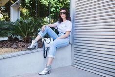 como usar, onde comprar, mom jeans, bota glitter, glitter boots, minimalist…