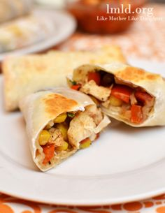 Southwest Chicken Rolls -- Chicken, Corn, Black Beans, Tomatoes, and Onions rolled up in an Egg Roll Mexican Dishes, Mexican Food Recipes, Veggie Bars, Southwest Chicken, Game Day Food, Wrap Sandwiches, Egg Rolls, Chicken Recipes, Appetizers