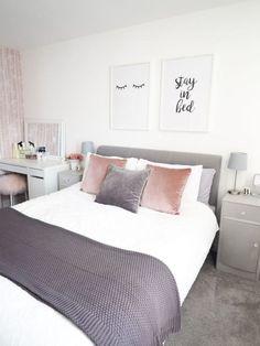 Minimalist interior decor of feminine minimalist bedroom decor – Trend Decoration Grey Bedroom Decor, Trendy Bedroom, Bedroom Colors, Bedroom Ideas, Bedroom Designs, Bedroom Inspo, Budget Bedroom, Bedroom Modern, Summer Bedroom