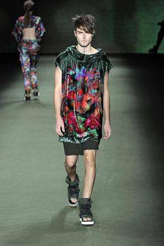 LOOK 35    35251 Unissex velvet vest  33656 Wool layered shorts  34218 Stone canvas and drylex sandals