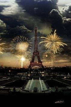 Travel Europe - Viaggio in Europa paris france events nightlife show fun attractions