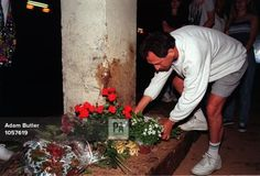 PA NEWS PHOTO : 1/9/97 : A FRENCH MOURNER LAYS A BOUQUET A PILLAR IN THE  COURS ALBERT UNDERPASS BELOW THE PONT DE L'ALMA, IN PARIS - THE SCENE WHERE THE MERCEDES CL 600 CAR CARRYI
