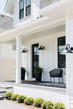 24 Amazing Farmhouse Porch Design Ideas And Decorations. If you are looking for Farmhouse Porch Design Ideas And Decorations, You come to the right place. Below are the Farmhouse Porch Design Ideas A. Modern Farmhouse Porch, Farmhouse Front Porches, Modern Farmhouse Interiors, Farmhouse Homes, Modern Rustic, Modern Porch, Outdoor Farmhouse Lighting, Interior Design Farmhouse, Gooseneck Lighting Outdoor