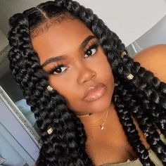 Understand how the Moringa plant increases healthy hair growth. You will save a lot of time, money and frustration during your natural hair journey! Guest post at divinecurls.de   Frolicious Beauty @makaylamashelle
