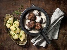 Savuisa lihapullakastike Dairy, Cheese, Meat, Chicken, Cooking, Recipes, Food, Kitchen, Recipies
