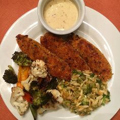Dinner at my mom's tonight was @emilybites chicken tenders (4sp) with her broccoli cheddar orzo bake (5sp) and roasted veggies. Used 2T @bolthousefarms honey mustard (2sp) for dipping. So yummy! #dinner #wwleader #wwambassador #livefully #ww #weightwatchers #smartpoints #beyondthescale #wwfamily #wwfooddiary #weightwatchersworks #wwsisterhood #wwinspiration #wwbride  #healthylifestyle #food
